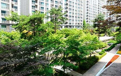 Dogokrekseul Apartment Landscaping Management
